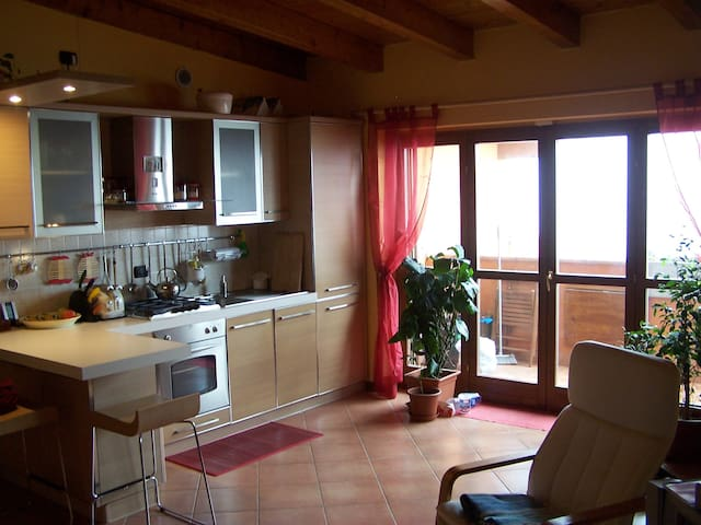 Beautiful 1Bd/1Bth Apt on top floor - Quartiano - Appartement