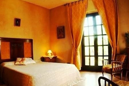 a lovely romantic room - Castroreale - Bed & Breakfast