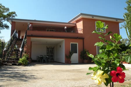 Capo Comino , casa vacanze 5 posti letto - Siniscola - Lejlighed