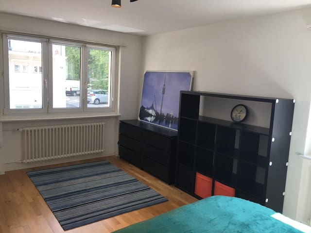 Room / Good Location / Near Trainstation and Park