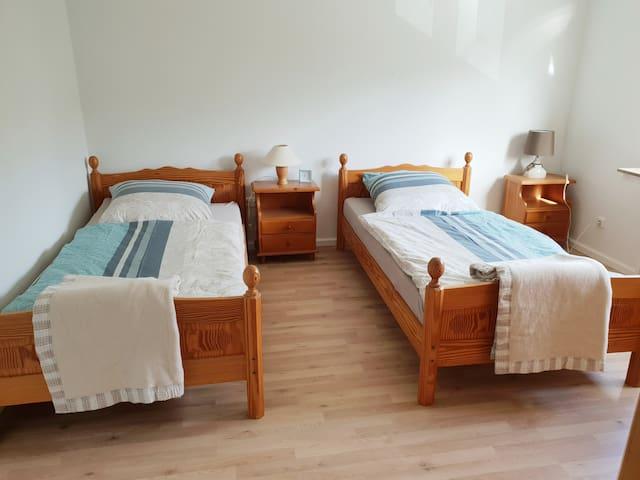 Messe CGN/DUS: NG3 Zimmer o. mit NG 2 als Wohnung