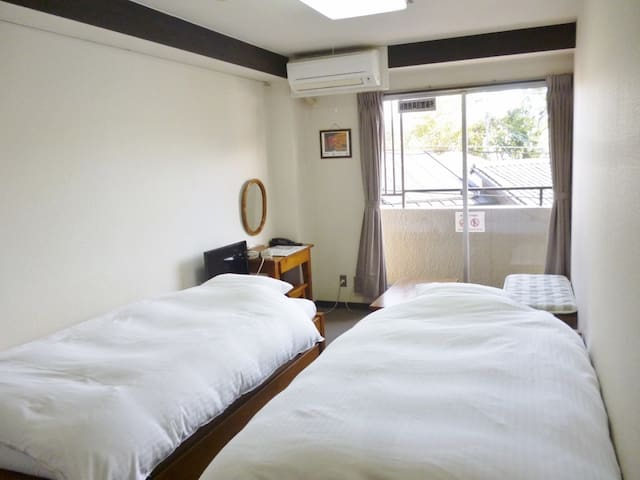 Best location! 15 minutes on foot from Kyoto Station【Western-style Twin room】
