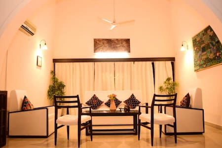 Spacious Private room in Arera colony