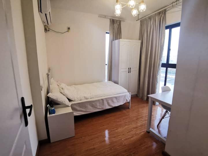 【允|木-个人品牌民宿】整洁舒适的独立卧室 次卧