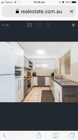 Modern and clean apartment, great location!