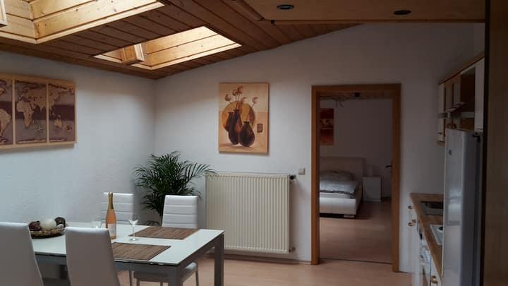 5 min to Base grossräumige Wohnung mit Garten Home