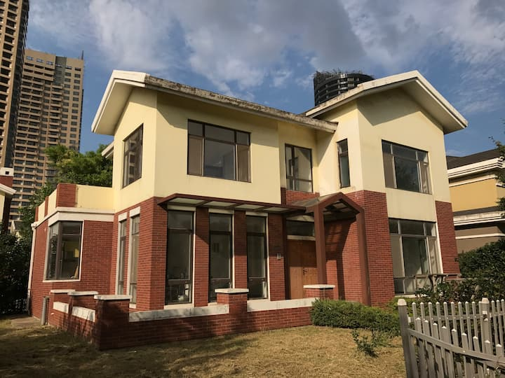 Two-storey single-family villas near Moonlake Park