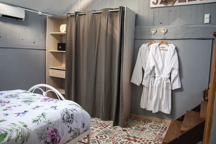 No5 Chambre D'Hotes and Glamping Room 2