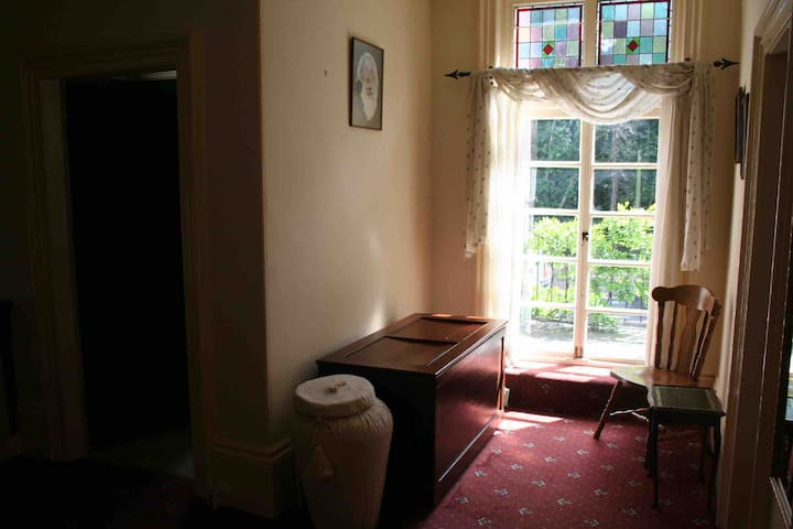 Large double bedroom near Barnsley Hospital.