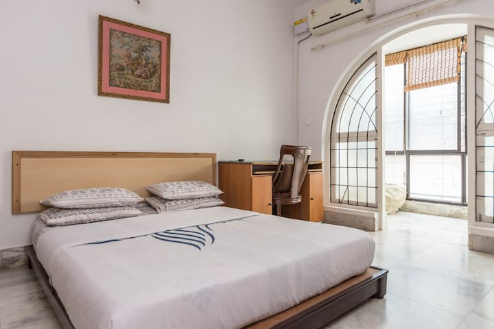 Cozy and quaint City Center stay,  MG Road