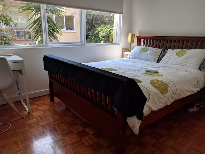 Elwood Beach Apartment (2 min walk from beach)