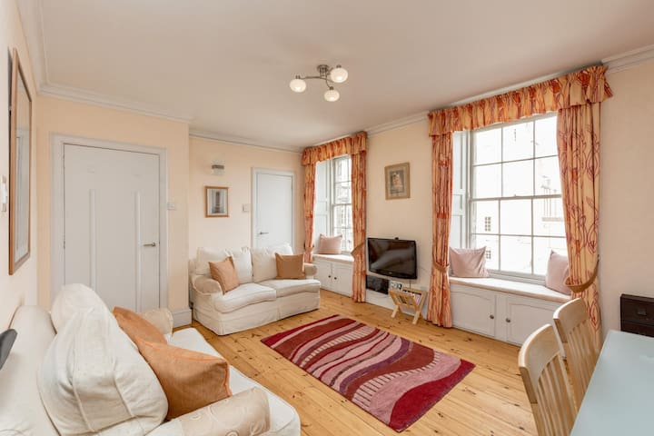 Royal Mile - 2 Bedroom Apartment BWC (5)