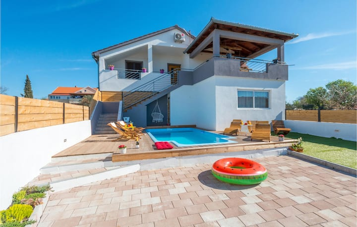 Amazing apartment in Tinj with Outdoor swimming pool, WiFi and 3 Bedrooms