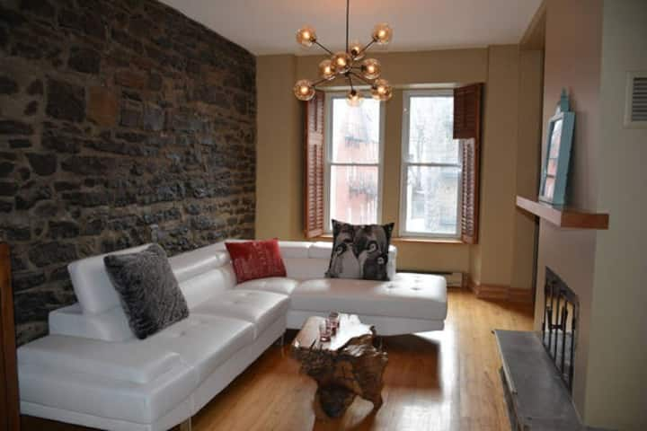 BEAUTIFUL HISTORIC HOME LOCATED IN DOWNTOWN MTL!