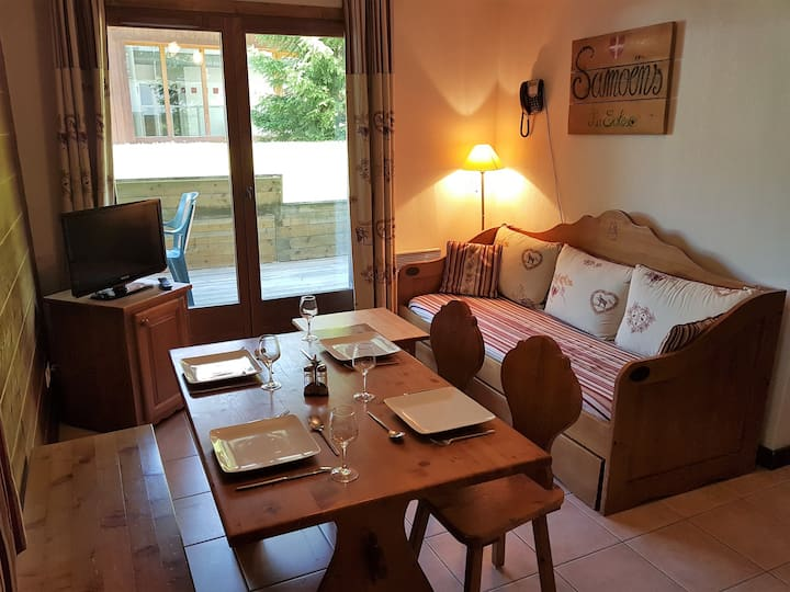 1 Bedroom Ground Floor apartment with Large Patio.