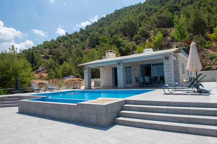 Paradise Blue Villa, mountain,sea views, pool,A/C