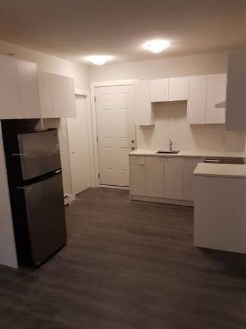 Chic 2 Bedroom 10 min to Downtown, Canada Place