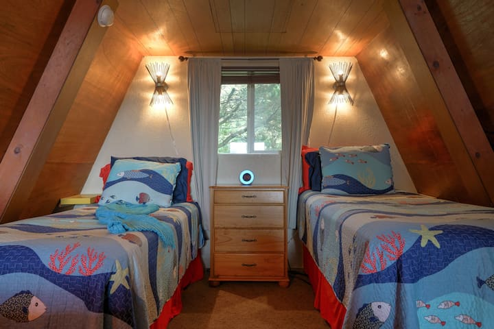 2 comfy twin beds in loft