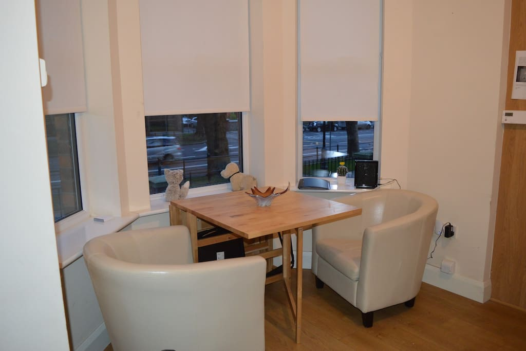 A very spacious apartment. You and all your friends and family can live like kings when you visit Dublin. Eat, sleep and party in style with this modern apartment and easy going check in and out