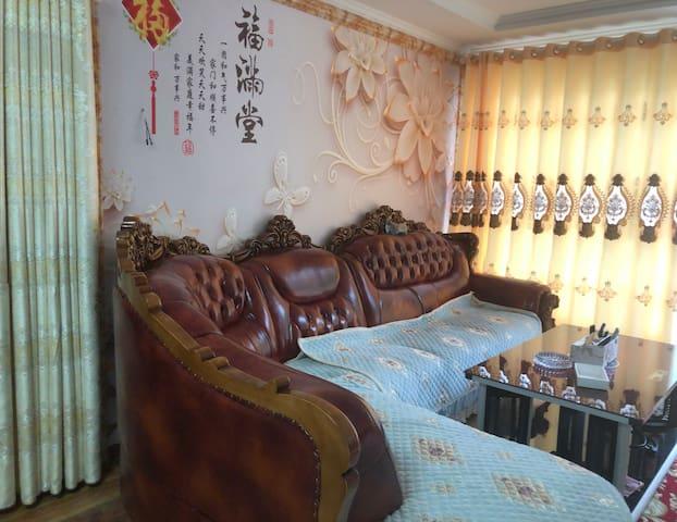 木格措景区门口,万年雪山观景台(住宿费含特色早晚餐)
