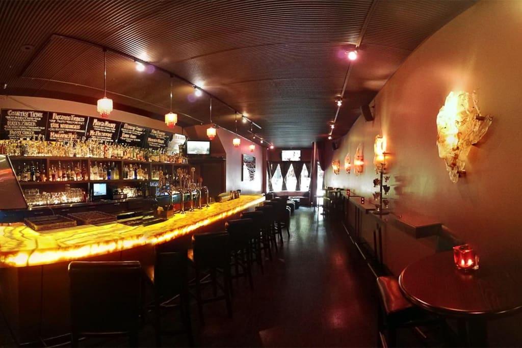SoMa semtinde Sugar Lounge adlı yerin fotoğrafı