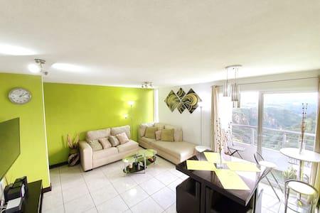 Penthouse limpio y santizado con  bellas vistas