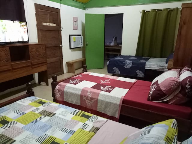 Lola Bing's Guesthouse with FREE WIFI