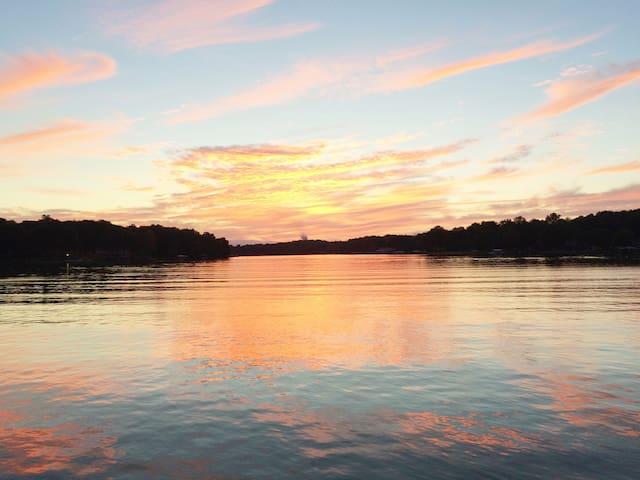 Waterfront Luxe Lake Norman - Spa-Swim Dock-Gazebo