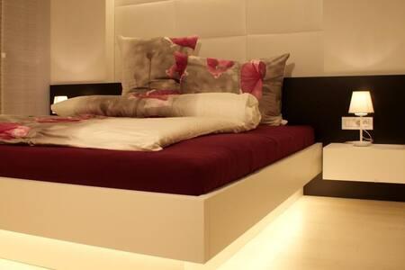 LA VIE DELUXE - 42 m² + Garage, WIFI, CASCADE inkl