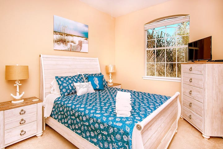 4 Bedroom Condo near Disney,  Quiet Gated Private