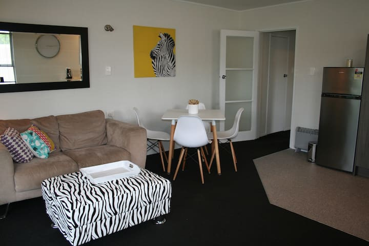The Little Suite - across the road from the beach - Whitianga - Lägenhet