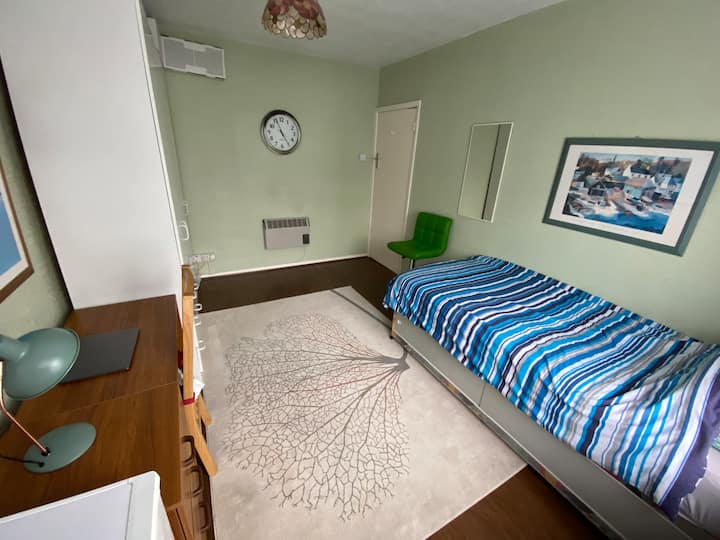 Modern large double room with garden access