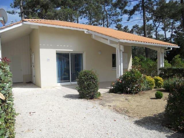 Charmante villa classée 3 étoiles près de l'océan - Biscarrosse - Haus
