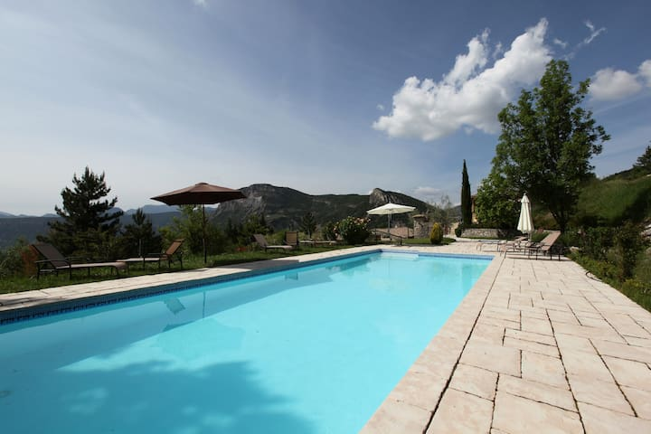 Charming cottage - exceptional view - pool & spa