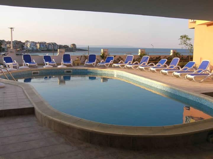 Luxory Apartment - First line beach Harmani
