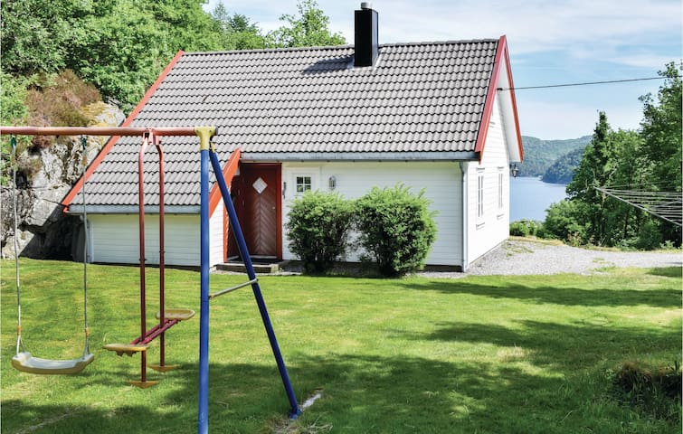 Holiday cottage with 4 bedrooms on 130m² in Lyngdal