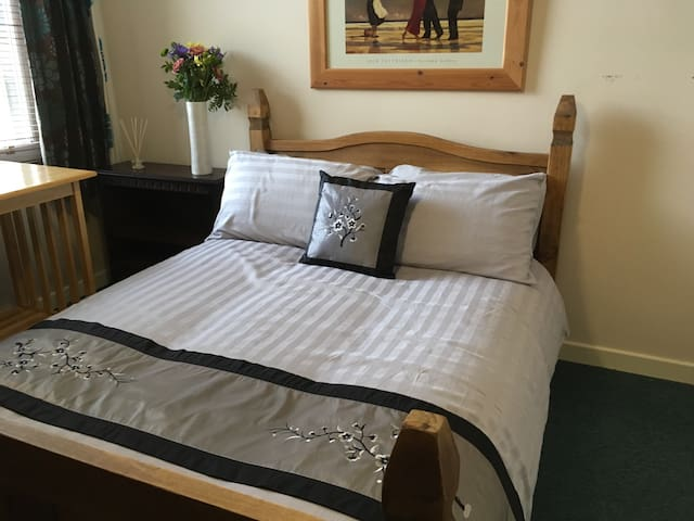 Double Bedroom in City Centre - Cardiff - Apartament