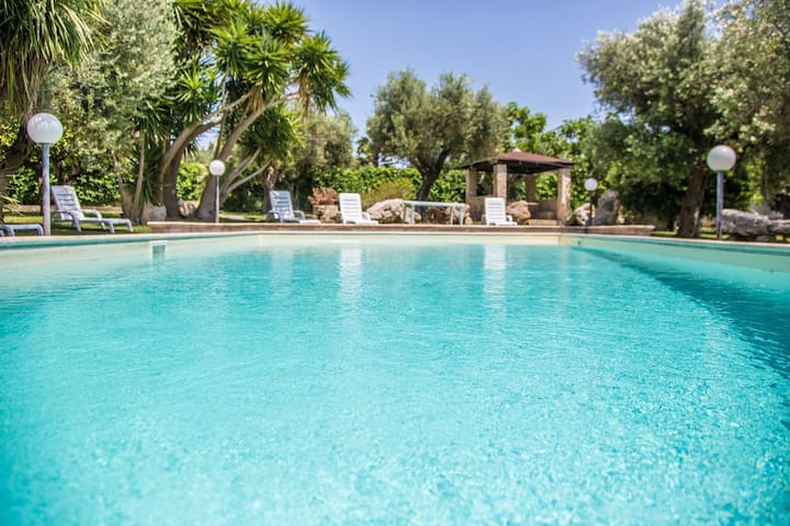 Charming Holiday Home Villetta con Piscina with Sea View, Air Conditioning, Pool, Garden & Terrace; Parking Available; Pets Allowed