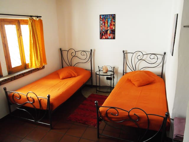 Twin room with bath in a village - Quéntar - Bed & Breakfast