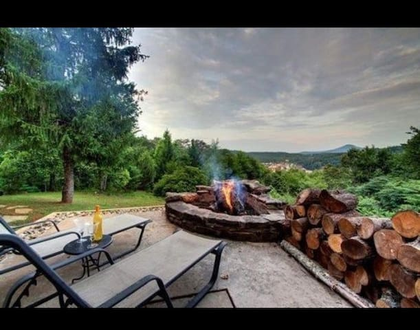 Eagles Rest Lodge~ Luxury atop the mountain