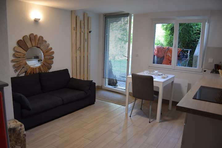 Studio dans maison de village, au calme et au vert