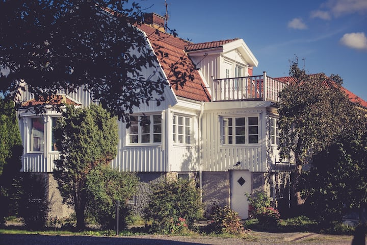 Cozy Flat in a Classic 20:s Villa
