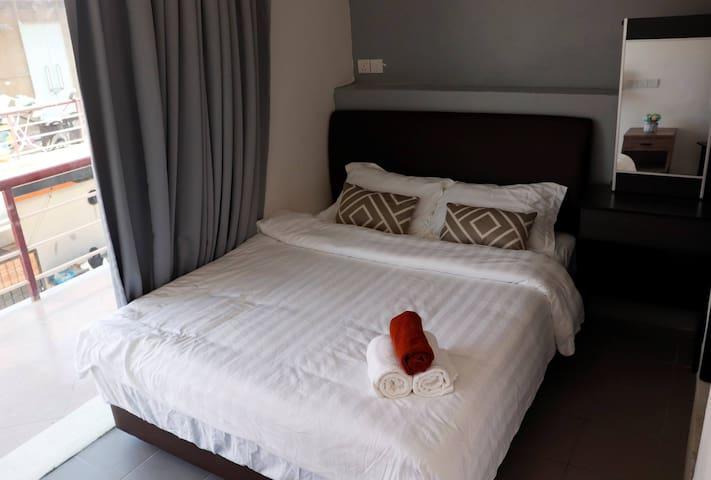 仙本那光环酒店 (HALO HOTEL) 一张大床房(有窗但无法打开)含早,房有浴室 002