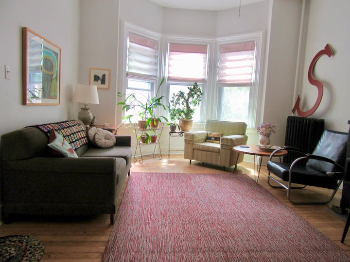 Lovely, Comfortable West End Apt