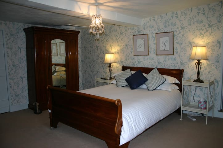 Stoke by Nayland, Poplars Farmhouse, Gardenia Room