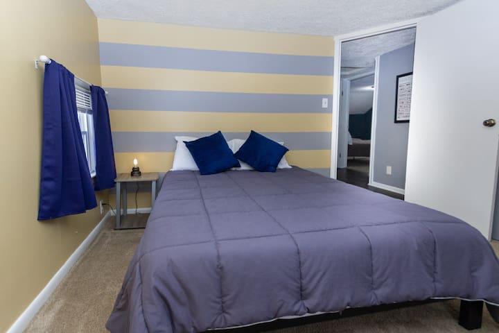 Bedroom 3 includes a Queen size bed (Blue Door)