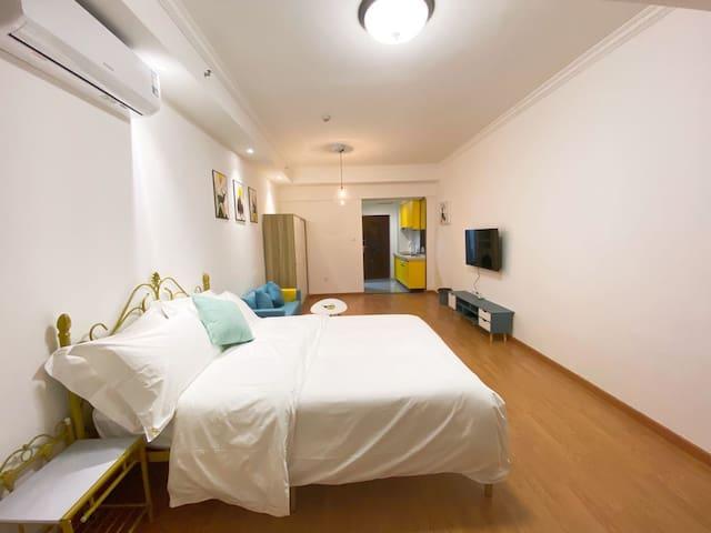 城市广场楼上落地窗公寓小资情调一居室