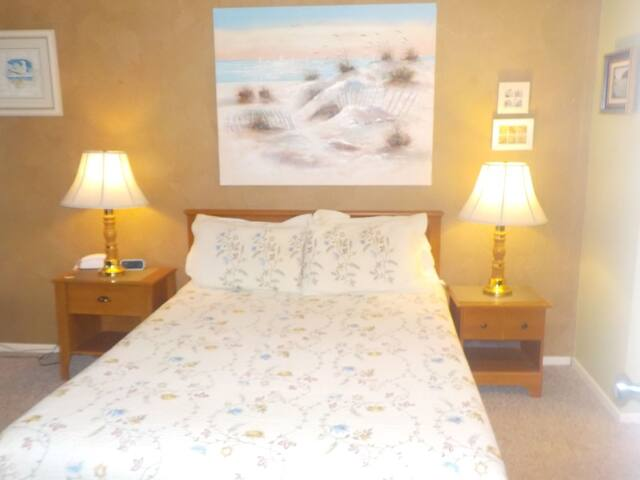 Proposal Rock Inn #125C East View Bed and Bath
