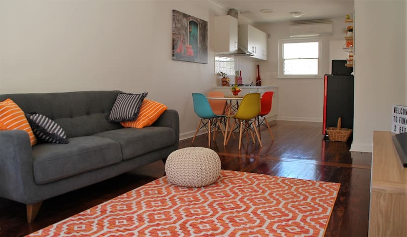 """""""FUNKY TWO BEDS""""  200m to Beautiful Henley Beach - Henley Beach - Wohnung"""