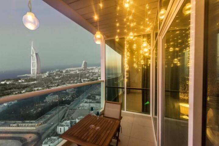 View from 17th floor. Enjoy breathtaking views of Al sufouh beach, Burj Al Arab, Palm Jumeirah